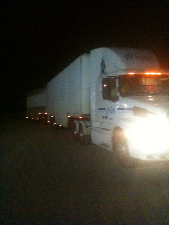 Roadtrain Volvo night